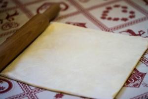 étalage du beurre farine au rouleau à pâtisserie
