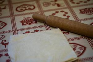étalage de la détrempe au rouleau à pâtisserie
