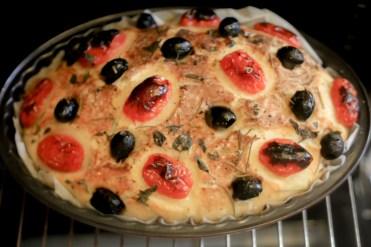 Foccacia-tomates-cerise-olives-noires-romarin-semoule-de-ble-dur (15 sur 24) (Large)