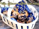 petits gâteaux moches aux mûres dans un panier