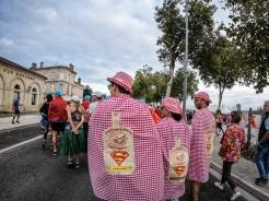 Coureurs sur les quais de Pauillac avant le marathon du Médoc