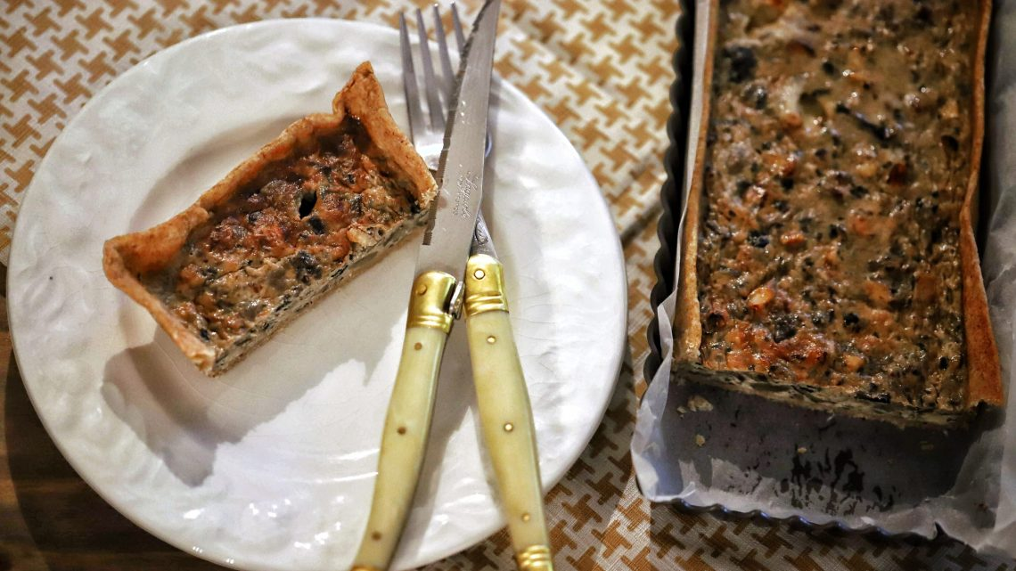 Mushroom, hazelnuts and roquefort cheese tart 🍄🌰🧀