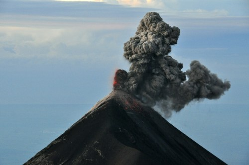 Eruption_volcan_Fuego-2