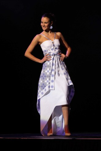 Marisela Veludo designed this smart casual line of dresses inspired by traditional portuguese tiles. The designs were based on different hemlines, the dresses were comfortable. Designed for summer and spring wear. Miss Portugal South Africa. Portuguese tile fashion. Portugueses azulejos.