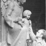Nijmegen - Christus Koningkerk (Maris werkt aan Engelbewaarder)