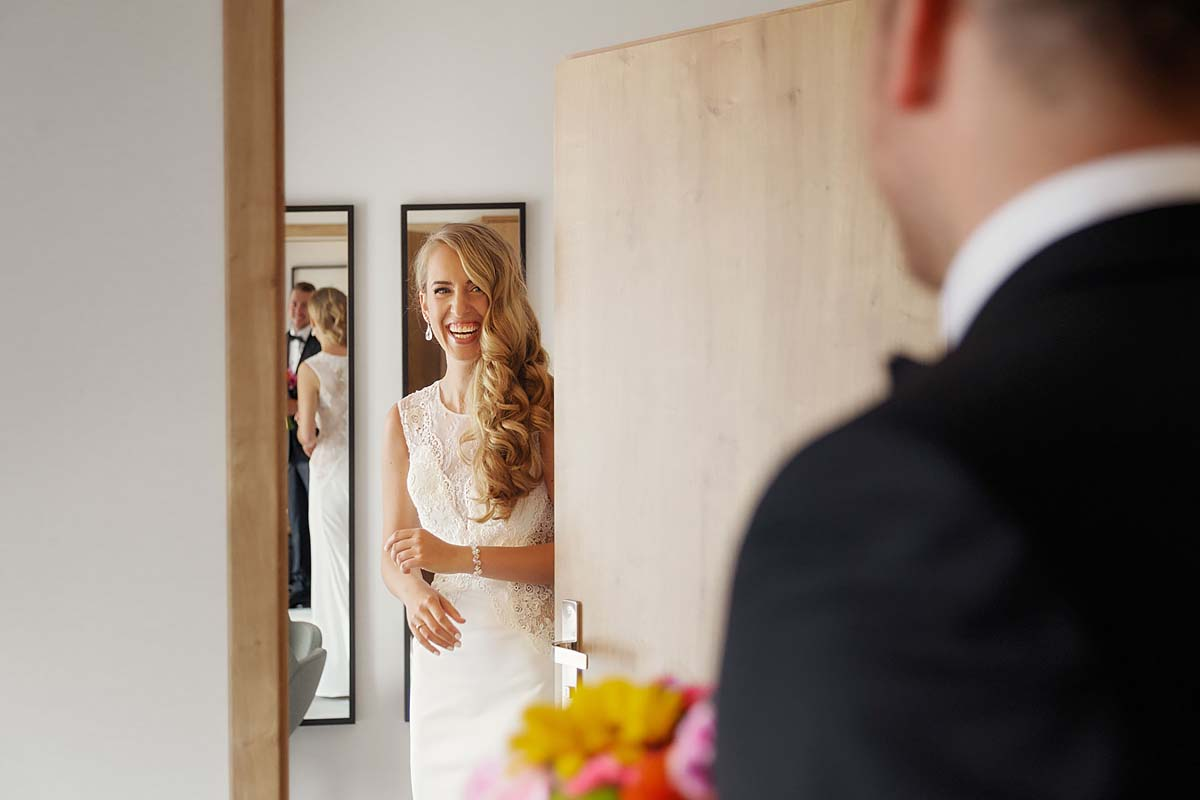 first look, amazing bride's reaction