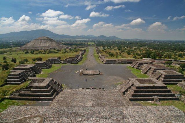 Znalezione obrazy dla zapytania piramida ksiezyca w meksyku zdjecia
