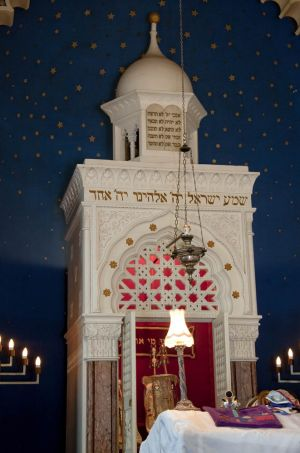 jewish_synagogue_bowland_st_september_12_2010_sm.jpg