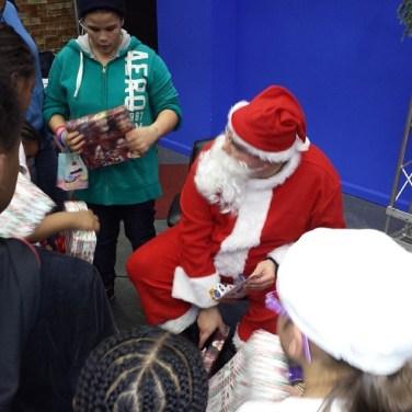 santa and kids 1