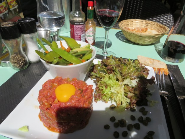 While I was in hell in the ER on day one, Mark was having a lovely (and lonely) lunch in Poitiers. Just for the record, we've eaten a lot of beef tartare in France and Italy. A lot. I don't know how I'm going to react in the States, where allegedly they cook their beef. Yuck!