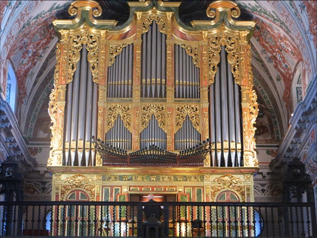 The Hospital de los Venerables Sacerdotes, once a home for old priests, was supposed to have a great collection of Velázquez, but we thought it was pretty limited. On the other hand, attached to it was a beautiful chapel with this grand organ. And while we were admiring the little place this old guy walks in - you can see him in the bottom of the picture - and starts playing. Cool!