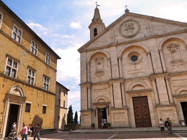 Inside Pienza the Cathedral and surrounding palaces were among the earliest Renaissance-style buildings