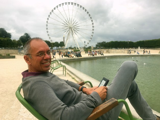 Reading on a cool, cloudy afternoon at the end of the Tuilleries