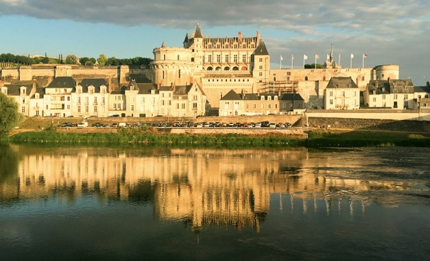 One more shot of that château reflecting in the Loire