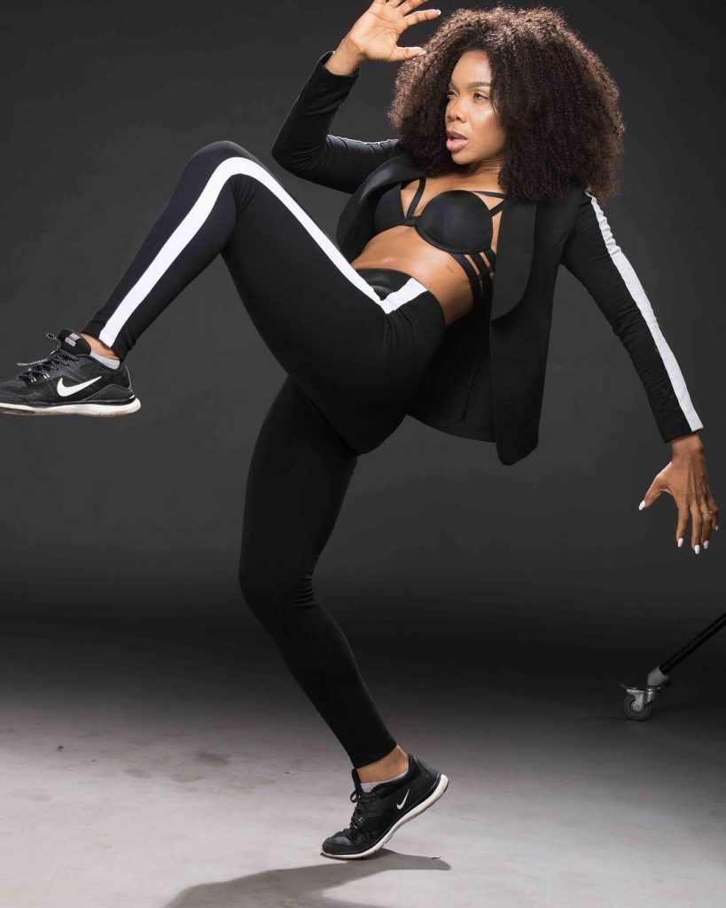Kaffy goes bra-less, showing cleavage in new photo