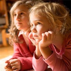 Las niñas ven más televisión que los niños