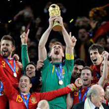 Casillas levanta la Copa del Mundo ante la mayor audiencia de la historia