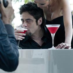 Benicio del Toro llena de testosterona el calendario Campari