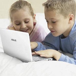 Los más jóvenes se limitan a navegar en unas pocas páginas web