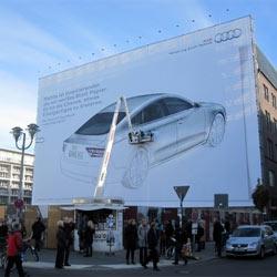 Audi inspira a los transeúntes berlineses con un cartel publicitario en blanco
