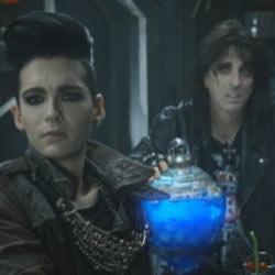 Bill Kaulitz, de Tokio Hotel, gana la partida al rockero Alice Cooper en un nuevo spot de Saturn
