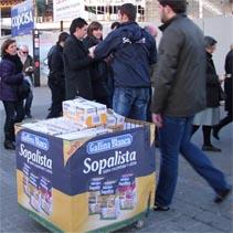 Gallina Blanca reparte medio millón de bricks de Sopalista en Madrid y Barcelona
