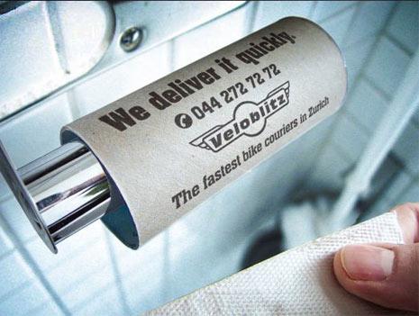 25 ejemplos asombrosos de publicidad en baños públicos