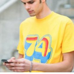 Inventan una camiseta de algodón capaz de recargar las baterías de los dispositivos electrónicos portátiles