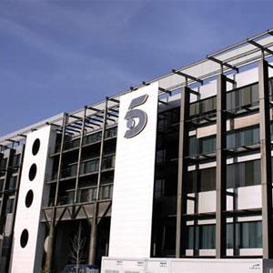 Telecinco encarrila su cuarto mes consecutivo como la cadena más vista aupada por 'La Roja'