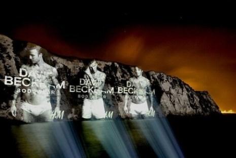 D. Beckham protagoniza la campaña más atrevida para H&M: su imagen aparece en los acantilados de Dover
