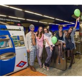 Women'secret organizó un evento revolucionario en el Metro de Madrid para animar a todos sus fans a salir a la calle vestidos en pijama