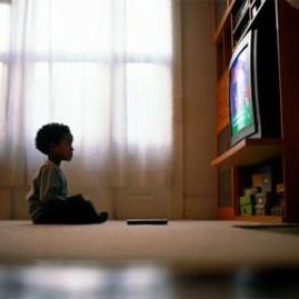 Muere el horario infantil: el 53% de los menores de 24 años simultanea internet con la TV