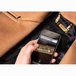 Burberry incluye chips en sus prendas para personalizar la experiencia del cliente