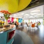 La nueva oficina de Google en Dublín apuesta por el colorido y los grandes espacios para aumentar la productividad