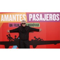 "Almodóvar promociona su última película a golpe de baile con un espectacular ""flashmob"""