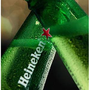 Heineken introduce su nueva botella en el mercado estadounidense con una campaña muy suntuosa