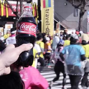 Una botella de Coca-Cola que capta los sonidos y los convierte en música