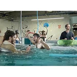 Mark Zuckerberg y Facebook Home nos traen a la oficina una fiesta en la piscina