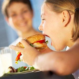 La publicidad de comida basura desarma por igual a grandes y pequeños