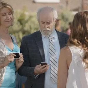 """¿Tiene un iPhone? Entonces es un """"carroza"""", según Samsung"""