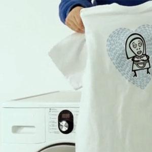 """Tide crea una camiseta que se """"auto-lava"""" para acercarse al público más joven"""