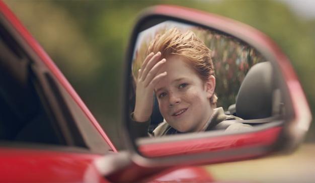 ¿Quiere un peinado súper cool? No vaya al peluquero, súbase a un Ford Mustang