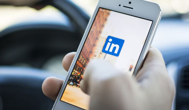 LinkedIn busca retener a los usuarios más tiempo con una nueva sección de noticias