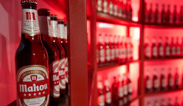 La marca de cerveza Mahou renueva su imagen