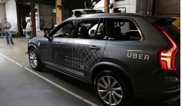 Uber reanuda las pruebas de sus coches autónomos tras un accidente en Arizona