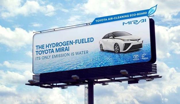 Esta limpísima valla publicitaria de Toyota deja el aire como los chorros del oro