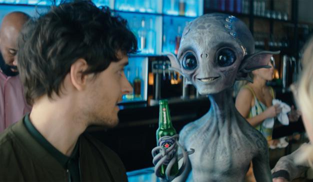 Heineken se abre a todos (también a los extraterrestres) en su nueva campaña