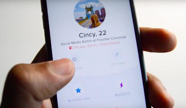 """Esta agencia busca a sus empleados a traves de Tinder y concreta citas para """"enamorarlos"""""""