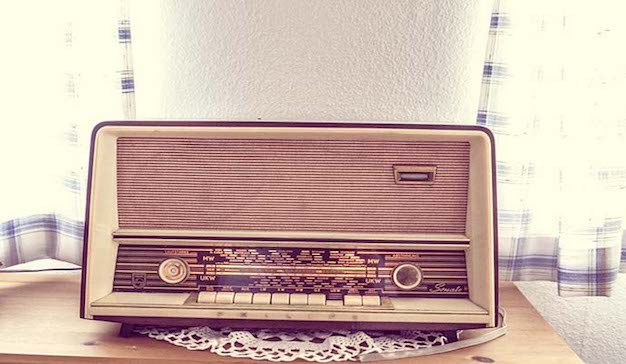 Ponga música al fin de semana con una radio vintage del siglo XXI