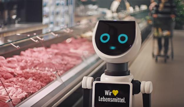 """¿Qué es el amor?, la pregunta que """"electrocuta"""" y hace saltar chispas al robot de este spot"""